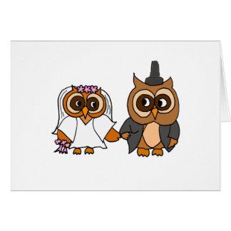 Boda divertido de novia y del novio del búho tarjeta de felicitación