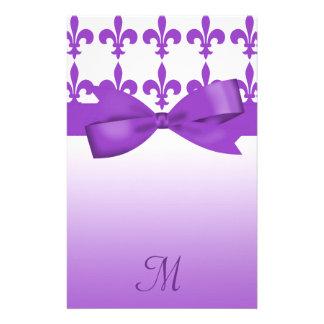 Boda púrpura y blanco de la flor de lis papelería de diseño
