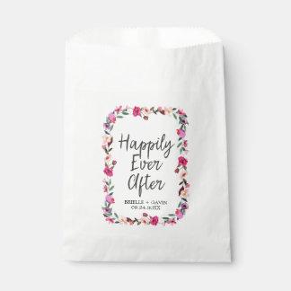 Boda romántico de la guirnalda del flor del cuento bolsa de papel