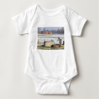 Body Para Bebé Bomba de agua y bien en paisaje de la nieve del