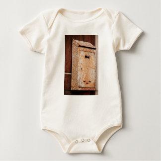 Body Para Bebé Buzón oxidado al aire libre
