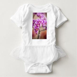 Body Para Bebé Cadena de flor de color rosa oscuro de la orquídea
