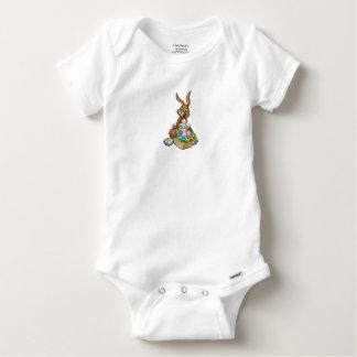 Body Para Bebé Conejito de pascua que sostiene la cesta de la