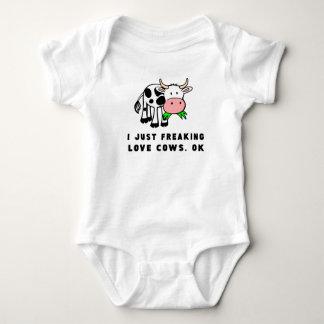 Body Para Bebé El amor Freaking se acobarda muy bien