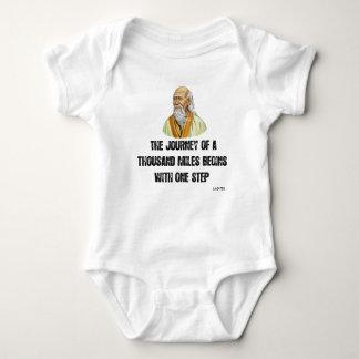 Body Para Bebé el viaje de mil millas comienza con un canto