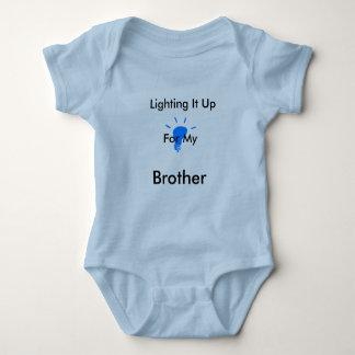 Body Para Bebé Enciéndalo encima de arrastramiento azul (del