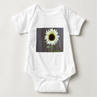 Body Para Bebé Girasol blanco contra una cerca resistida