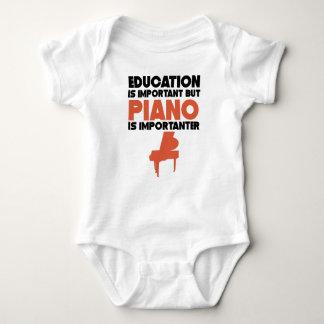 Body Para Bebé La educación es importante pero el piano es