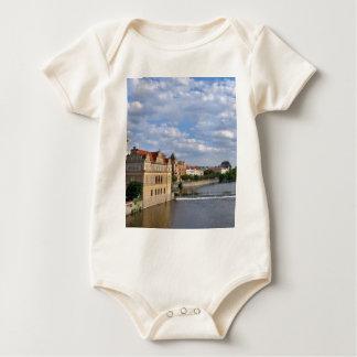 Body Para Bebé Lado del río de Praga, república Checo,