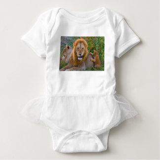 Body Para Bebé León Cub lindo que juega con el papá, Kenia
