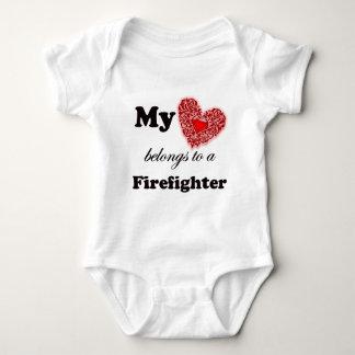 Body Para Bebé Mi corazón pertenece a un bombero