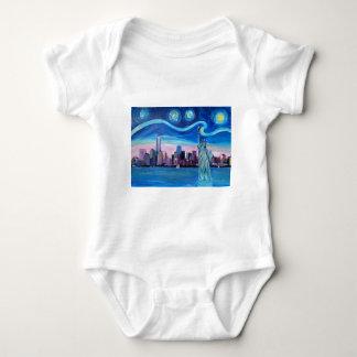 Body Para Bebé Noche estrellada sobre Manhattan con la estatua de