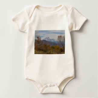 Body Para Bebé Opinión de las colinas de la montaña rocosa
