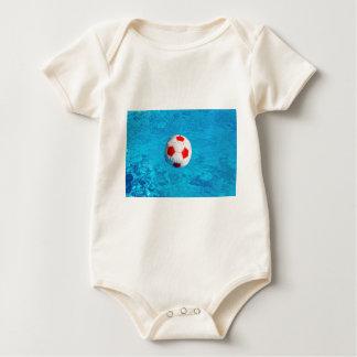 Body Para Bebé Pelota de playa que flota en piscina azul
