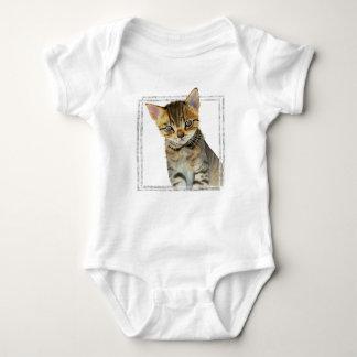 Body Para Bebé Pintura del gatito del Tabby con el falso marco de