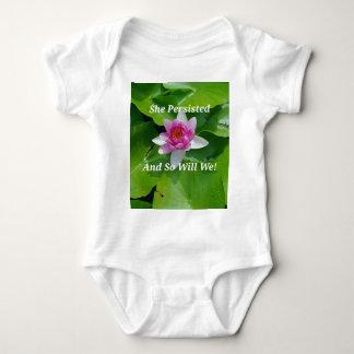 """Body Para Bebé Político """"ella persistió"""" flor de Lotus rosada"""