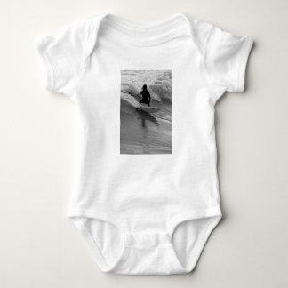 Body Para Bebé Practicar surf el Grayscale de las ondas