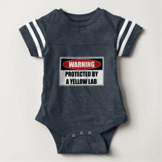 Body Para Bebé Protegido por un laboratorio amarillo