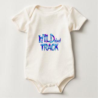 Body Para Bebé Salvaje sobre pista