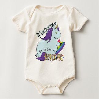 Body Para Bebé Unicornio rechoncho que come un arco iris - un lío