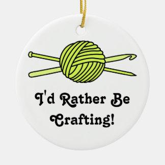 Bola amarilla del hilado (punto y ganchillo) ornaments para arbol de navidad
