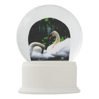 Bola De Cristal Con Nieve Cisnes mudos blancos