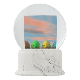 Bola De Cristal Con Nieve Huevos coloridos para pascua - 3D rinden
