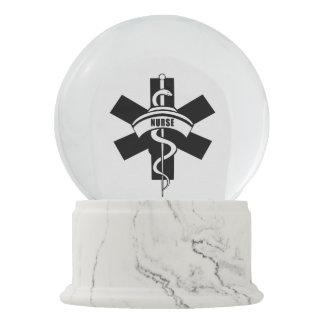 Bola De Cristal Con Nieve Símbolo médico del RN de las enfermeras