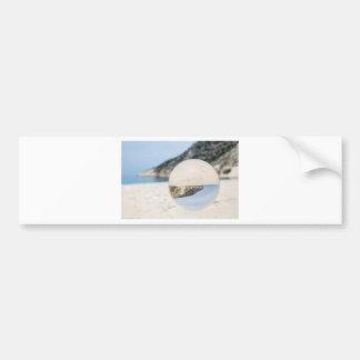 Bola de cristal en la playa griega arenosa pegatina para coche