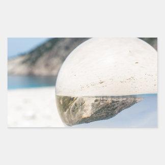 Bola de cristal en la playa griega arenosa pegatina rectangular