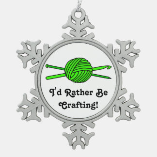 Bola de la verde lima del hilado (punto y ganchill adorno