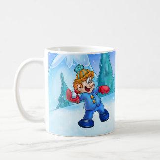 bola de nieve que lanza del muchacho lindo del taza de café