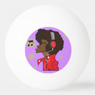Bola de ping-pong de tres estrellas con el músico