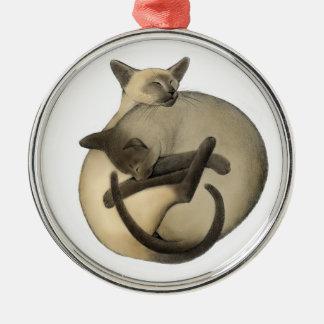 Bola el dormir del ornamento de los gatos siameses adorno navideño redondo de metal