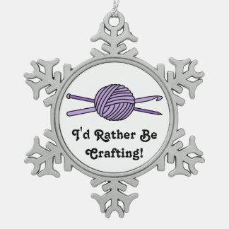 Bola púrpura del hilado (punto y ganchillo) adorno de peltre en forma de copo de nieve