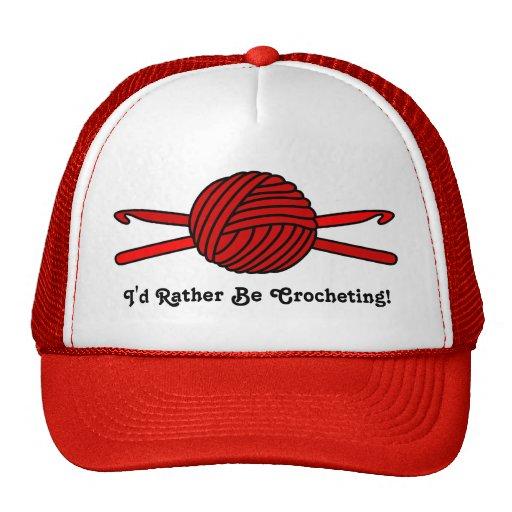 Bola roja de los ganchos del hilado y de ganchillo gorra