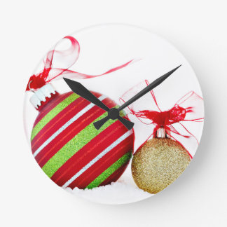 Bolas de los ornamentos del navidad contemporáneas reloj redondo mediano