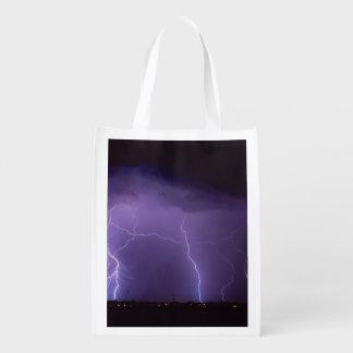 Bolsa De La Compra Relámpago púrpura en una tempestad de truenos del