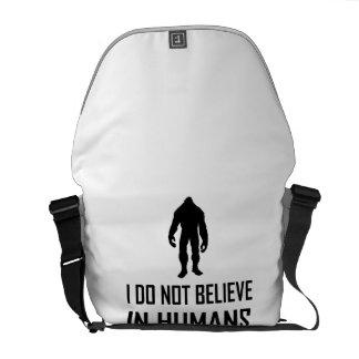 Bolsa De Mensajería Bigfoots no cree en seres humanos