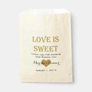 Bolsa De Papel El amor es bolsos dulces del boda del negro y del