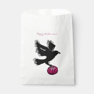 Bolsa De Papel ilustracion de Halloween de un cuervo y de una
