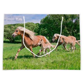 Bolsa De Regalo Grande Los caballos de Haflinger con los potros lindos