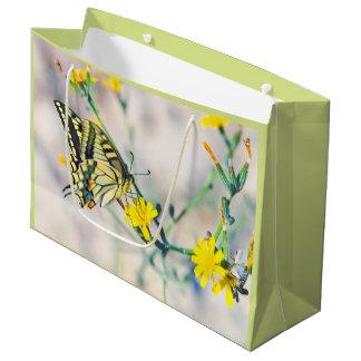 Bolsa De Regalo Grande Pequeñas flores amarillas y mariposa hermosa