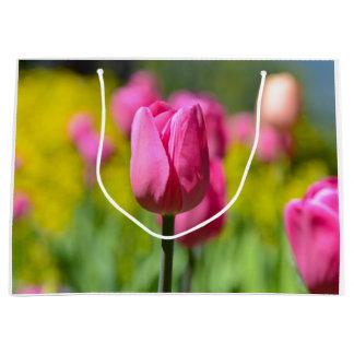 Bolsa De Regalo Grande Tulipán rosado en el jardín