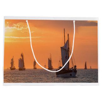 Bolsa De Regalo Grande Windjammer en luz de la puesta del sol