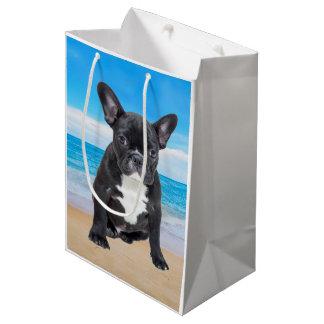 Bolsa De Regalo Mediana Dogo francés que se sienta en la playa