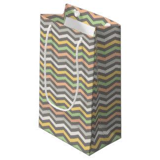 Bolsa De Regalo Pequeña El zigzag multicolor alinea, Chevron - bolso del
