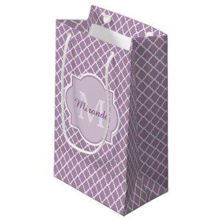Bolsa De Regalo Pequeña Nombre con monograma púrpura de Quatrefoil de la