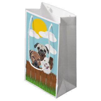Bolsa De Regalo Pequeña Perros afortunados del ilustracion en una cerca de