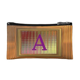 Bolso cosmético. Marco del oro, iniciales púrpuras